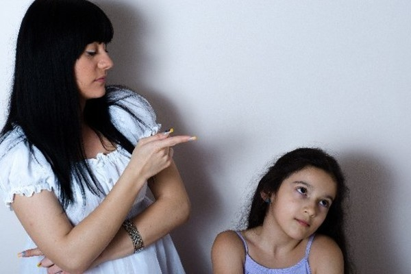 すぐに見直して!子供に影響する親の悪い行動