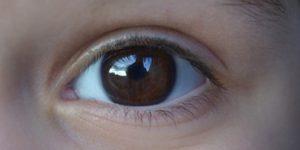 スマホ老眼は国民病?!10代、20代、小さな子供の目も危ない