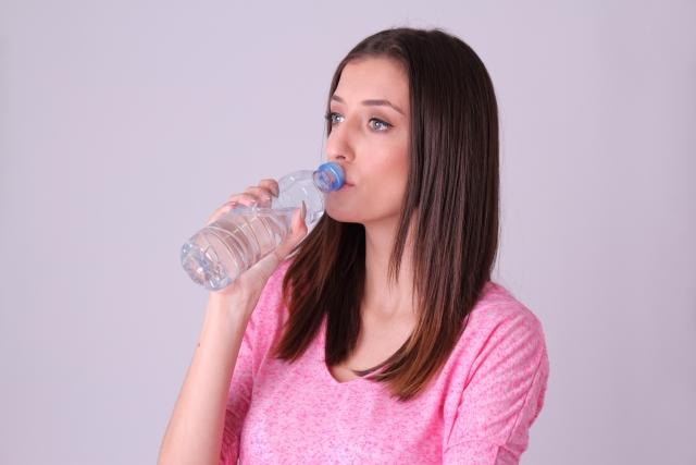 ペットボトルの飲み残しはどうしてる?○○までに飲まないと雑菌が増える恐怖