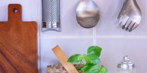 料理上手の秘訣は使いやすいキッチン収納にあり!少しの工夫でスピード料理が実現