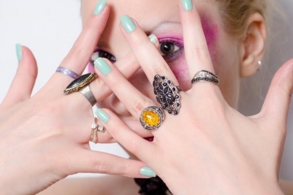 指輪をする「指」には意味がある!願いを込めれば叶うかも!