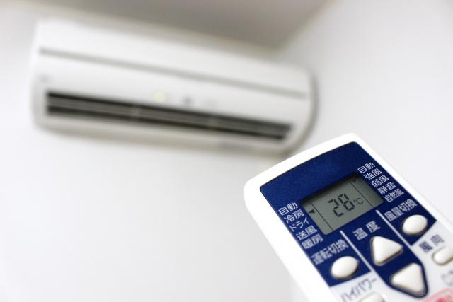 エアコンをつけっぱなしで寝るとダルいのはなぜ?熱帯夜を快適に過ごす対策とは
