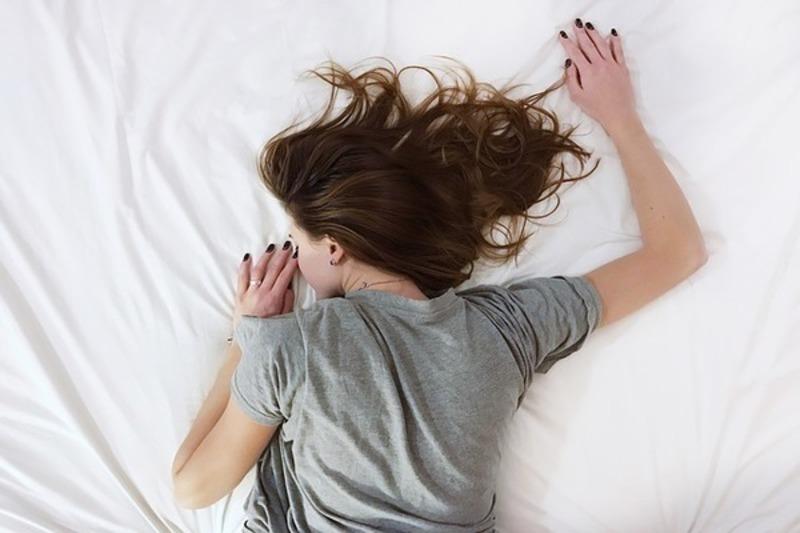 うつぶせ寝・横向き寝は女性におすすめ!
