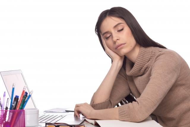上手な仮眠を取って眠気を解消!「5種の仮眠法」の特徴と効果