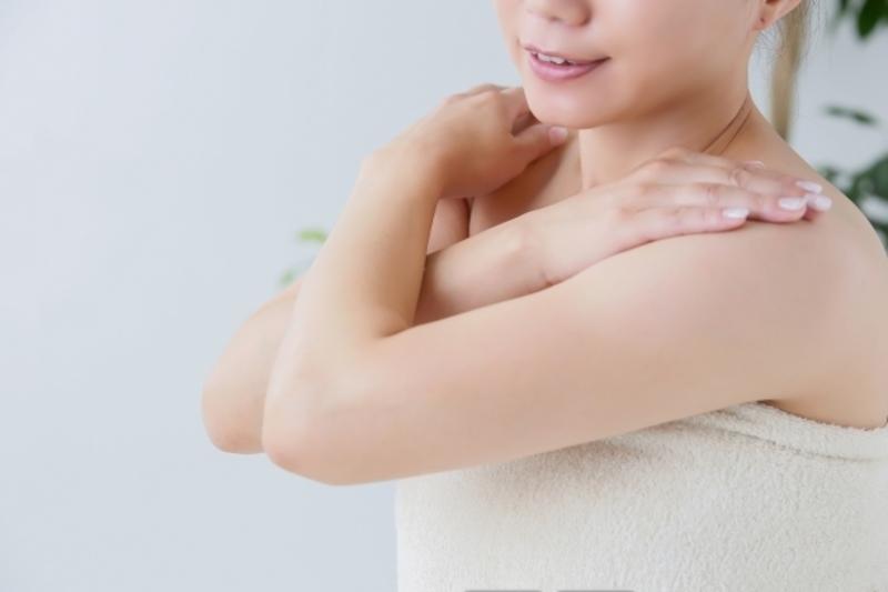 化粧水を全身に使えばお肌の乾燥に効果があるかも!